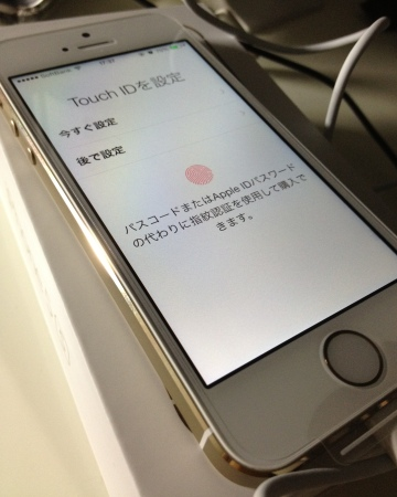 iPhone5sGold03x